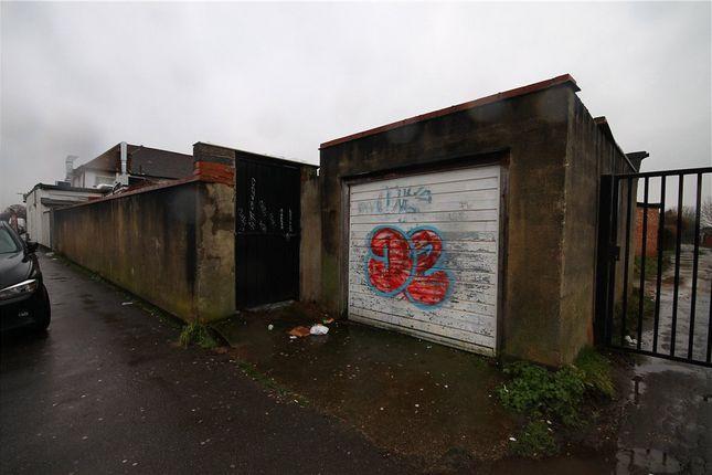 Picture No. 03 of Tamworth Lane, Mitcham CR4