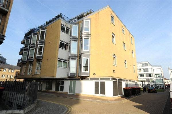 Thumbnail Property to rent in Hacon Square, Richmond Road, London