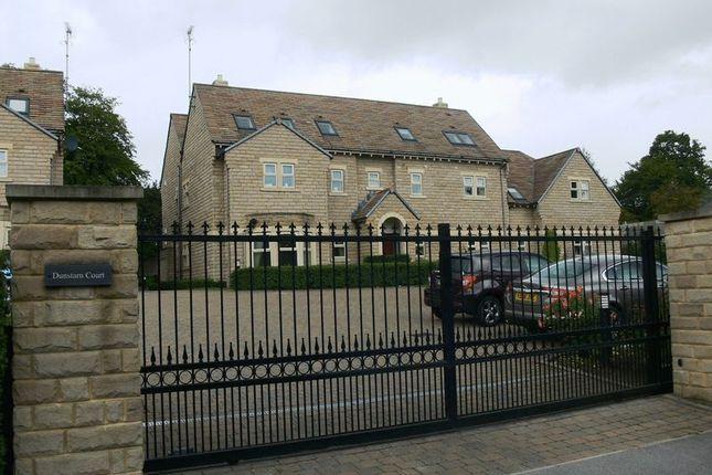 2 bed flat to rent in Dunstarn Drive, Leeds