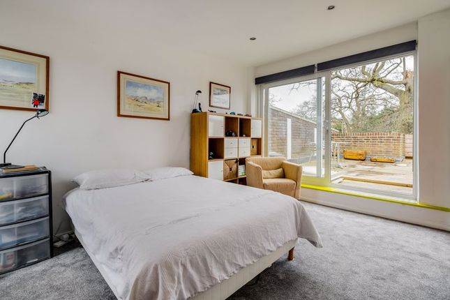 Bedroom of Levana Close, London SW19