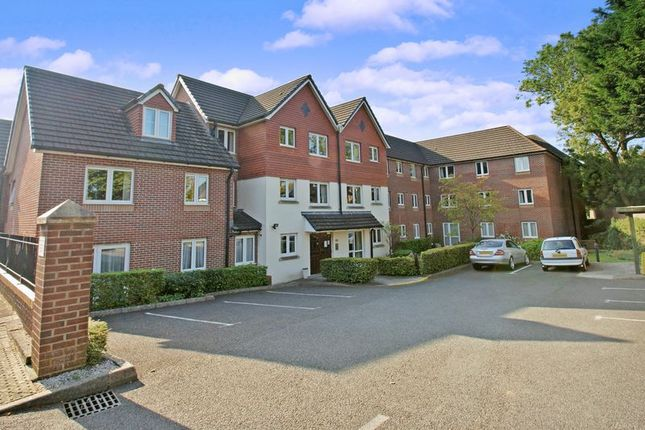 Thumbnail Flat for sale in Cedar Court, Cardiff