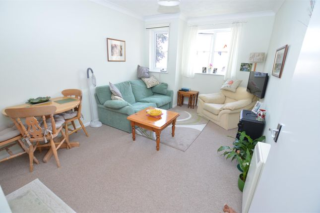 Thumbnail Flat for sale in High Street South, Dunstable