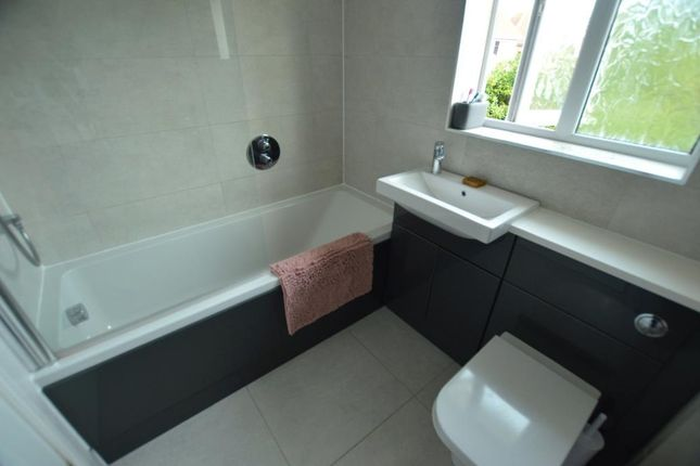 Family Bathroom of Berrybrook Meadow, Exminster, Exeter, Devon EX6