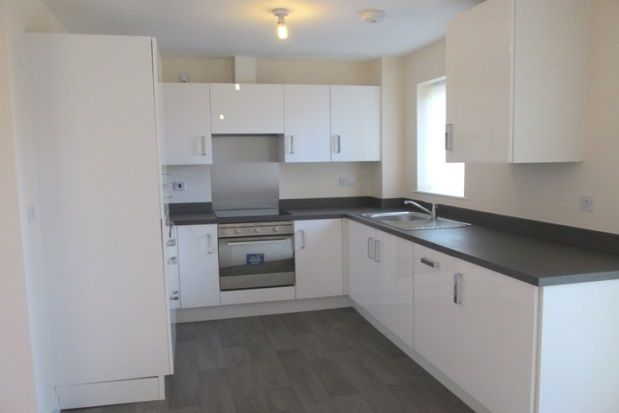 2 bed flat to rent in Honeysuckle Road, Sheffield