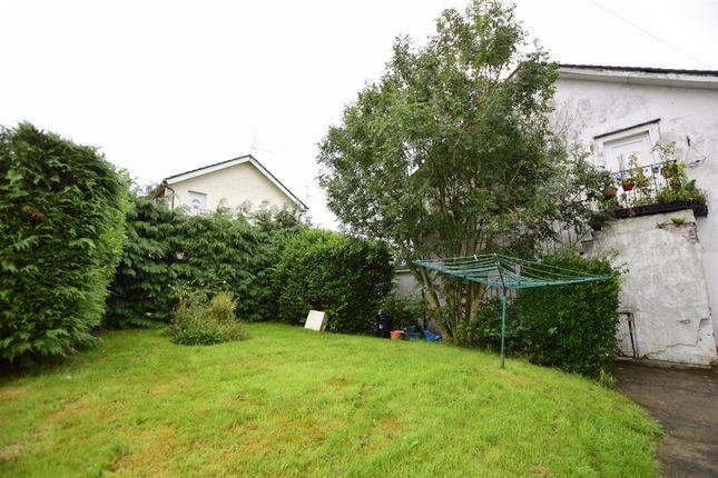 Garden of Maple Close, Barry CF62