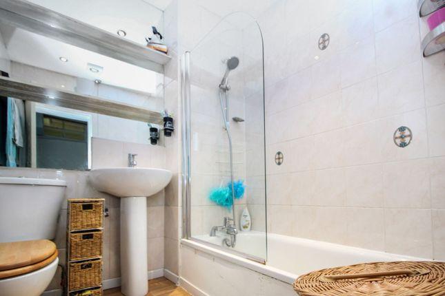 Bathroom of 30 St. James Street, Paisley PA3