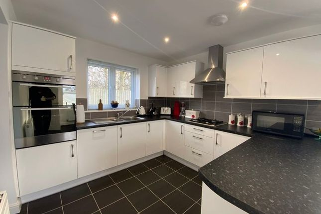 Thumbnail Detached house for sale in Brook Close, Hyde