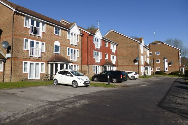1 bed flat to rent in Tuscany Gardens, Crawley