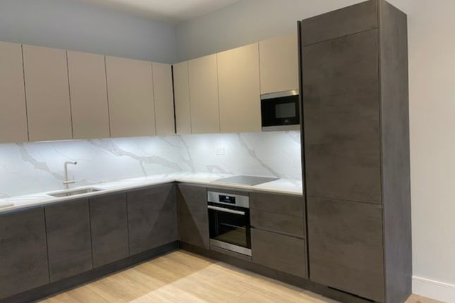 2 bed flat to rent in High Road, London N22