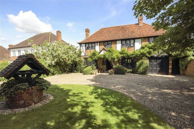 Thumbnail Detached house to rent in Brookmans Avenue, Hatfield