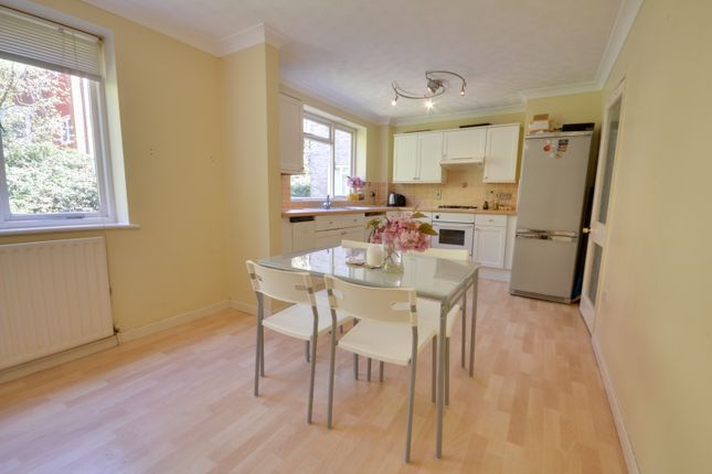 Thumbnail Flat to rent in Flat 4, Stuart Court, 21 St Winifred's Rd, Bournemouth