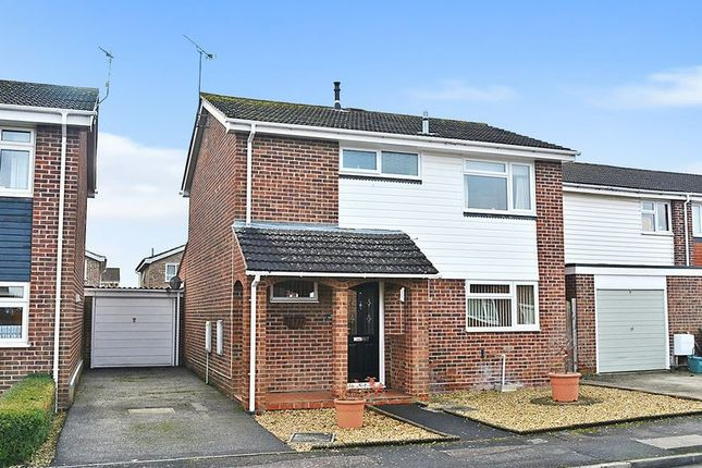 Thumbnail Detached house for sale in Colne Close, Grove, Wantage