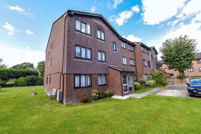 Thumbnail Flat for sale in Brighton Road, Southgate, Crawley