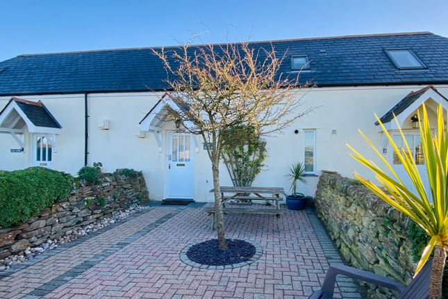 Thumbnail Terraced house for sale in Meadow Court, Padstow