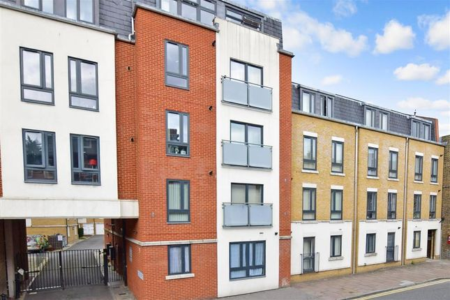 Flat for sale in High Street, Rochester, Kent