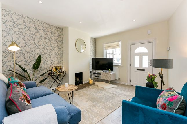 Thumbnail Cottage to rent in Ferryside, Ferry Road, Bray, Maidenhead