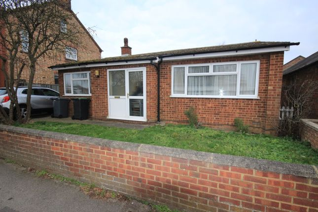 Thumbnail Bungalow to rent in Kings Road, Flitwick, Bedford