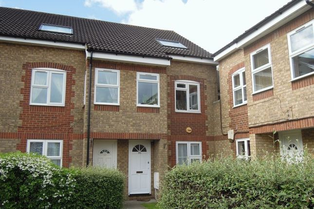 Thumbnail Flat to rent in Maplin Park, Langley, Slough