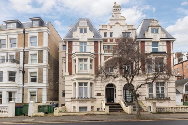 2 bed flat to rent in Sandgate Road, Folkestone CT20
