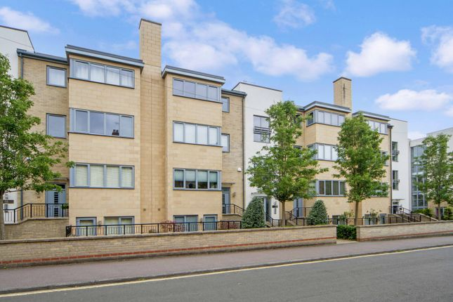 Thumbnail Flat to rent in Fitzwilliam Road, Cambridge
