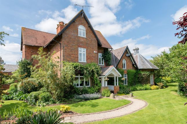 Thumbnail Farmhouse for sale in Tooley Farm House, Leicester Road, Nr. Peckleton