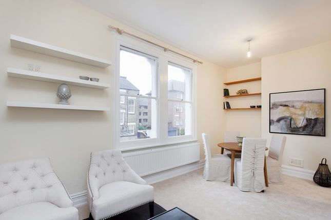 2 bed flat for sale in Broomwood Road, London