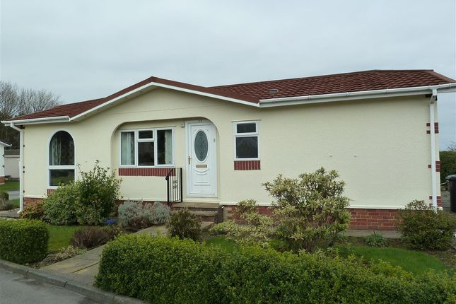 2 bed detached bungalow for sale in Lesley Way, Hill Tree Park, Huddersfield HD4