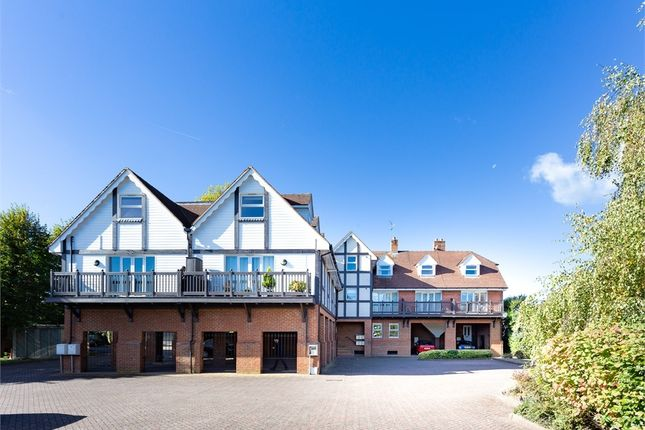 Thumbnail Flat to rent in Straight Road, Windsor, Berkshire