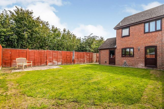 Garden of Justice Close, Thatcham RG19