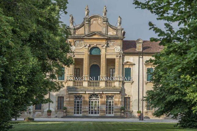 30 bed villa for sale in Verona, Veneto, Italy