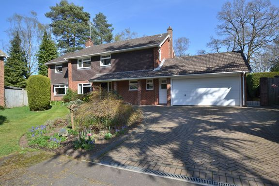Thumbnail Detached house for sale in Chinnock Close, Fleet