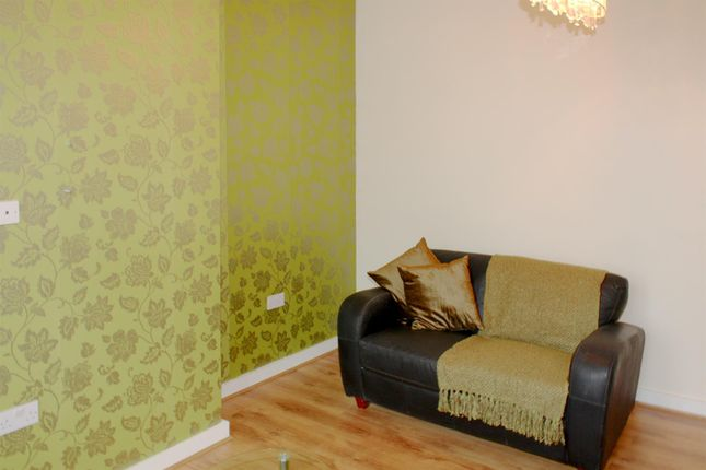 Thumbnail Flat to rent in Flat 4, 16 Headingley Lane, Hyde Park