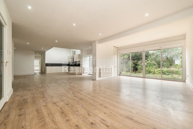 Thumbnail Bungalow to rent in Pollards Hill East, London