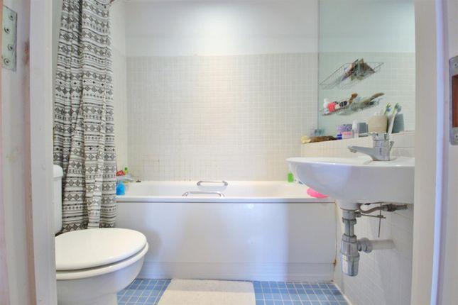 Family Bathroom of The Oaks Square, Epsom KT19