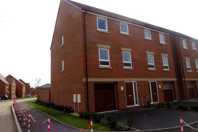 Thumbnail Town house for sale in Magpie Crescent, West Bridgford, Nottingham