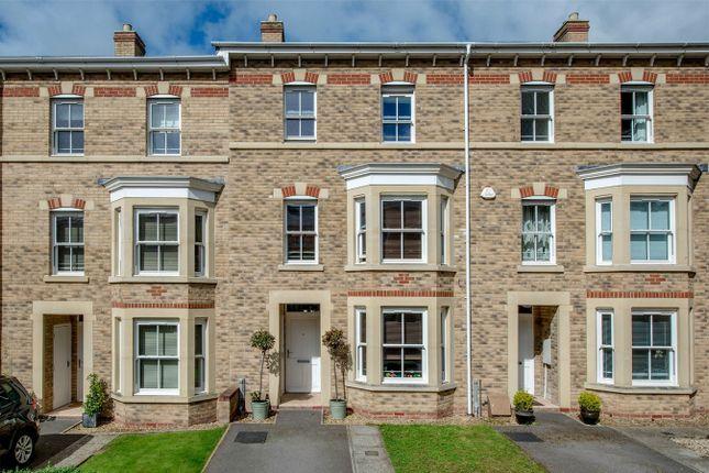 Thumbnail Terraced house to rent in Staplegrove Road, Taunton