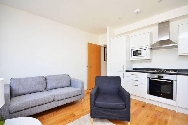 Flat to rent in Cardigan Road, Bow