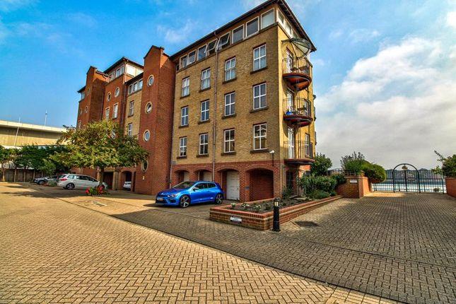 Thumbnail Duplex for sale in Andes Close, Ocean Village, Southampton