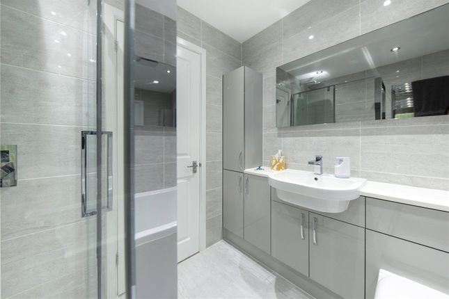 Picture No. 24 of Silver Tree Close, Walton-On-Thames, Surrey KT12