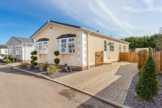 Thumbnail Mobile/park home for sale in London Road, Fowlmere, Royston