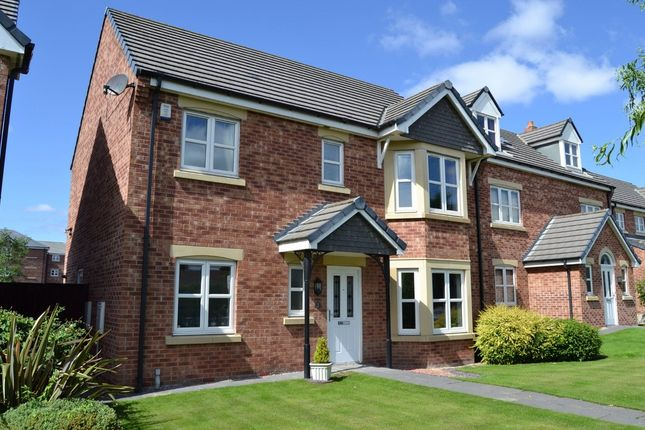 Thumbnail Detached house to rent in St Annes Drive, Wakefield