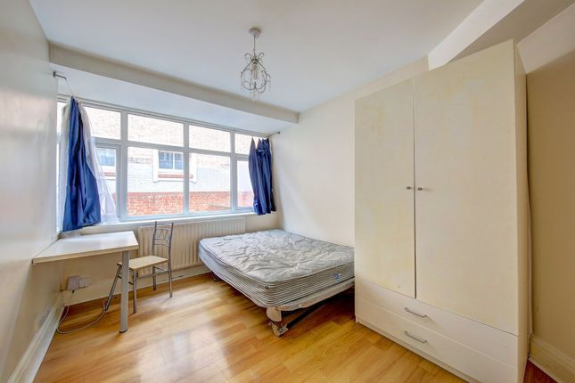 Thumbnail Terraced house to rent in Oaklea Passage, Central Kingston, Kingston Upon Thames