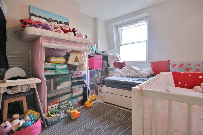 Thumbnail Flat for sale in Dewsbury Court, Chiswick