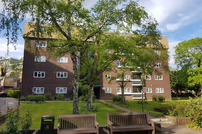 Thumbnail Flat for sale in Lodge Close, Edgware