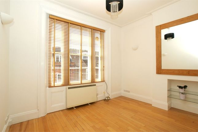 Flat to rent in Thames Street, Sunbury-On-Thames, Surrey