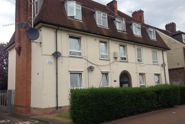 Thumbnail Flat to rent in 177, Becontree Avenue, Dagenham