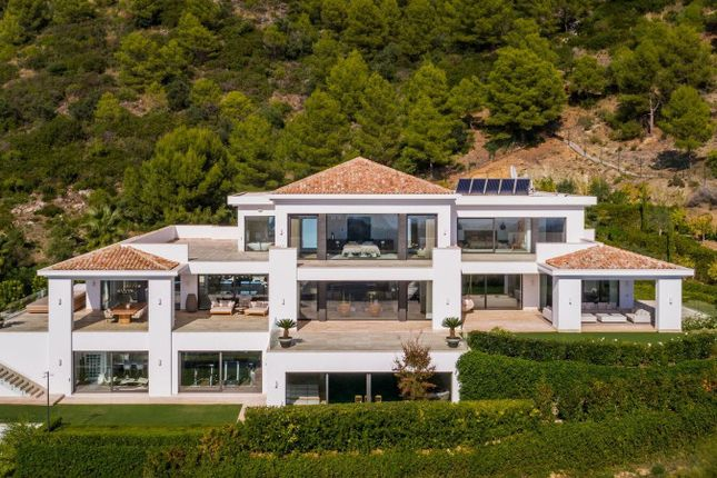 Thumbnail Villa for sale in Cascada De Camojan, Marbella Golden Mile, Malaga, Spain