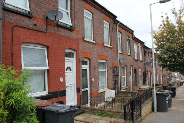 Thumbnail Terraced house to rent in Ferndale Road, Luton