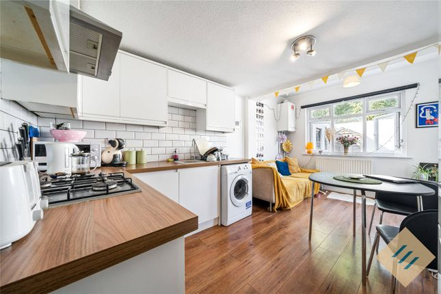 Thumbnail Flat to rent in Finsbury Road, London