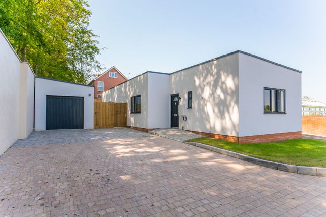 3 bed bungalow for sale in Dagnell Road, Dunstable, Bedfordshire LU6